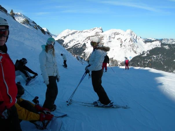 Learn French and snowboard with friends