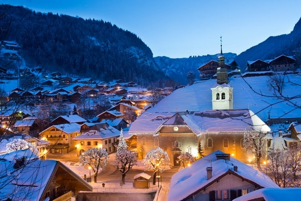 Morzine at Night: French and Ski Courses